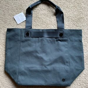 BNWT Lululemon All Avenues Tote (19L)